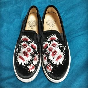 Vince Camuto Brandia Velvet Slip-on Shoe- Size 6M